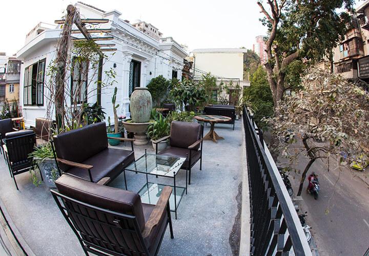 Cosa Nostra Cafe & Restaurant- Quán cafe ngoài trời đẹp ở Hà Nội (1)