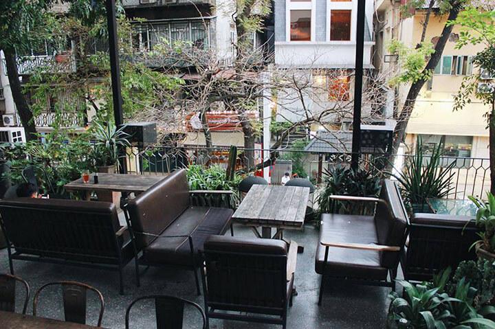 Cosa Nostra Cafe & Restaurant- Quán cafe ngoài trời đẹp ở Hà Nội (2)